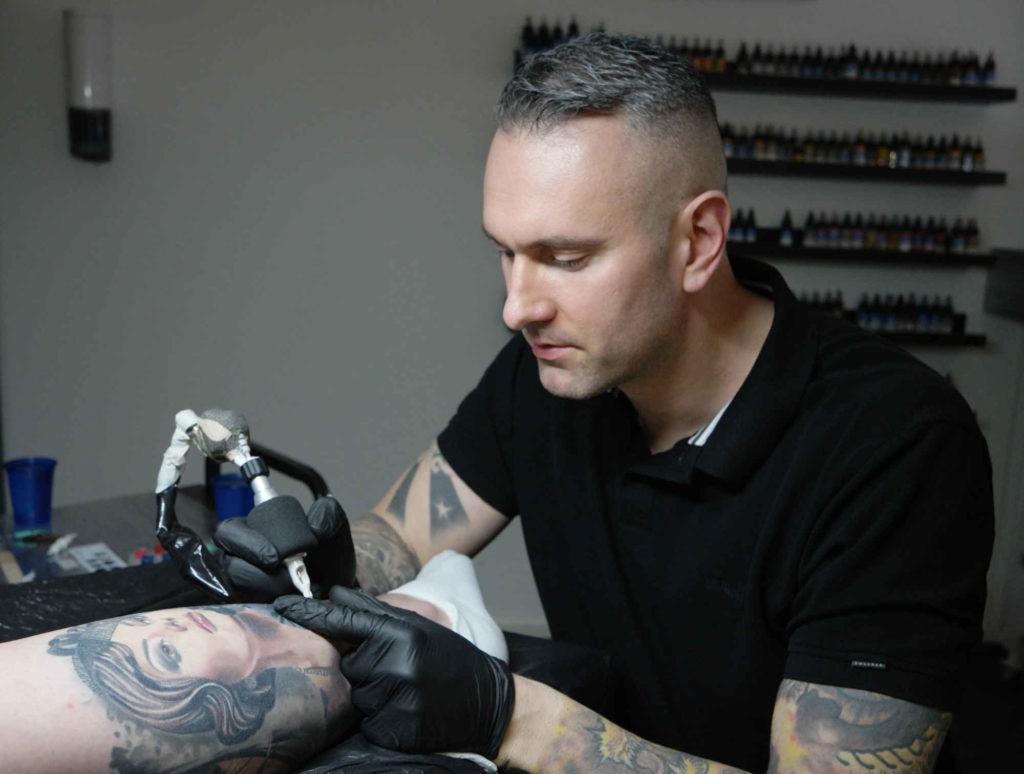 Stuttgart tattoo studio realistische portrait Tätowierer Gabor